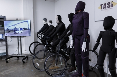 Mannequins and monitors in the auto lab